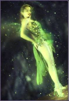 Kylie Minogue as the Green (Absinthe) Fairy in Moulin Rouge looks suspiciously a lot like another fairy we know. Movie Costumes, Halloween Costumes, Halloween Fashion, Halloween 2017, Green Fairy Absinthe, Divas, Famous Fairies, Ballet, Kylie Minogue