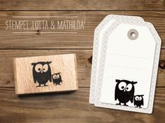 in süßer Stempel um tolle DIY Projekt zu gestalten. Ob Karten, Geschenkanhänger, Einladungen uvm deiner Fantasie sind keine Grenzen gesetzt. Den cats - Stempel Eulen Lotta & Mathilda findest Du bei www.party-princess.de. Der Stempel ist auch ideal für eine Eulenparty.