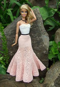 Crochet clothes 86061042867276052 - Crochet doll clothes barbie outfit 33 ideas Source by maroussiablonde Barbie Outfits, Barbie Clothes Patterns, Crochet Barbie Clothes, Doll Clothes Barbie, Barbie Dress, Clothing Patterns, Doll Patterns, Crochet Barbie Patterns, Shirt Patterns