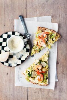 Vollkornpizza mit Wirsing und Shrimps   http://eatsmarter.de/rezepte/vollkornpizza-mit-wirsing-und-shrimps