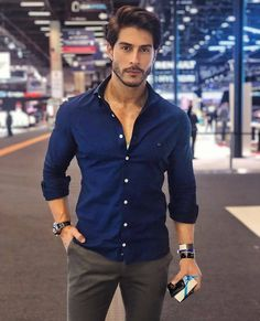 10 best casual shirts for men that look amazing 1 Summer Outfits Men, Outfits Casual, Stylish Mens Outfits, Mode Outfits, Men Casual, Casual Styles, Man Style Casual, Men's Style, Trendy Mens Fashion