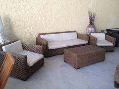 Set da giardino realizzato con struttura in legno e fibra naturale di giacinto d'acqua