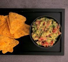"""750g vous propose la recette """"Guacamole"""" accompagnée de sa version vidéo pour cuisiner en compagnie de Chef Damien et Chef Christophe."""