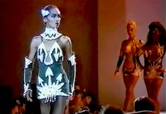 Their fierce walks. | 51 Reasons Why Supermodels Were Better In The '90s