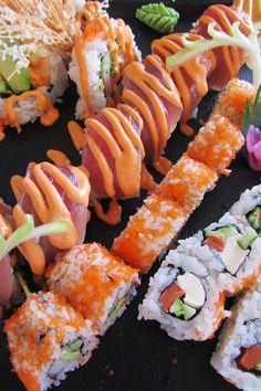 much sugar in sushi rice, but sooo yummy!Sooo much sugar in sushi rice, but sooo yummy! I Love Food, Good Food, Yummy Food, Junk Food, Dessert Chef, Japanese Food Sushi, Onigirazu, Sushi Party, Food Porn