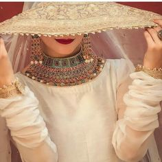 New Pakistani Bridal Makeup Necklaces Ideas Pakistani Bridal Makeup, Pakistani Wedding Outfits, Indian Bridal, Stylish Dresses, Nice Dresses, Awesome Dresses, Girls Dresses, Dps For Girls, Bridal Photoshoot