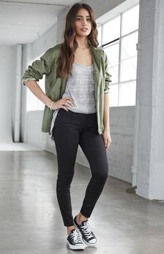Women's skinny denim jeans jean-outfit in 2019 Casual College Outfits, Sporty Outfits, Teen Fashion Outfits, Cute Casual Outfits, Jean Outfits, Everyday Outfits, Look Fashion, Stylish Outfits, Summer Outfits