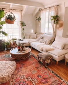 SPELL welcomes you to the urban jungle ~ Sara Toufali's bohemian oasis FILLED with greenery and indoor plants in LA, California Boho Living Room, Interior Design Living Room, Home And Living, Living Room Designs, Living Room Decor, Bedroom Decor, Bohemian Living, Interior Decorating, Decorating Ideas