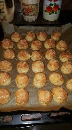 Cheese and yeast scones No Salt Recipes, Baking Recipes, Pogaca Recipe, Pastry Recipes, Dessert Recipes, Easy Sweets, Savory Pastry, Hungarian Recipes, Food Goals