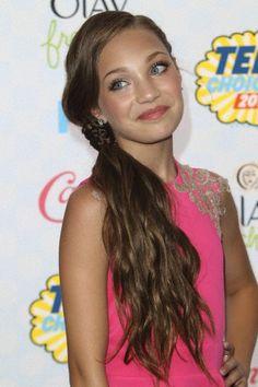 59da09dee5f2 Maddie Ziegler attending the Teen Choice Awards 2014 Teen Choice Awards  2014