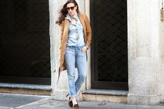 Camel Coat and Denim.  Winter Look. Street Style.