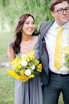 Een gele stropdas en een geel boeket: dat is alvast een match!