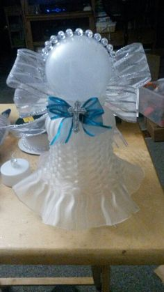 8 Limitless Tips AND Tricks: Lamp Shades Grey Beds lamp shades burlap bedrooms. Angel Crafts, Holiday Crafts, Fun Crafts, Diy And Crafts, Arts And Crafts, Tips And Tricks, Lamp Shade Crafts, Glass Garden Art, Bottle Garden