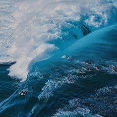 Stunning ・・・ The only fatal casualty to date at Teahupoo was a young tahitian surfer named Brice Taerea in… Windy Day, Big Waves, Surfs Up, Wilderness, Waterfall, Surfing, Ocean, Earth, Adventure