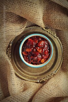 A western style sweet, tart and spicy chutney made with tamarillos or tree tomatoes, apple and onions, spiced with all spice and red chilli powder. Apple Chutney, Tomato Chutney, Mason Jar Meals, Meals In A Jar, Pear Recipes, Fruit Recipes, Yummy Recipes, Pear Jam, Chutney Recipes