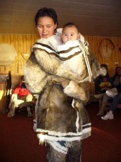 display-of-inuit-clothing Inuit Clothing, Inuit People, Primitive Survival, Tlingit, Inuit Art, Baby Warmer, People Of The World, Mother And Child, Historical Photos
