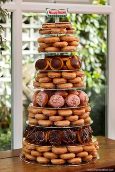After a wedding cake alternative for your festival-style wedding - how about a Krispy Creme Doughnut Wedding Cake? Doughnut Wedding Cake, Wedding Donuts, Doughnut Cake, Wedding Desserts, Cake Wedding, Krispy Kreme Donut Cake, Wedding Pretzels, Doughnut Holes, Donut Party