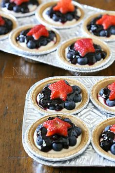 No-Bake Mini Blueberry Cheesecakes Patriotic Desserts, 4th Of July Desserts, Fourth Of July Food, No Bake Desserts, Easy Desserts, Delicious Desserts, Dessert Recipes, Yummy Food, July 4th