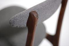 Krzesło vintage projektu prof. Rajmunda Hałasa.Krzesło wykonane jest z…