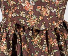 Round robe, front bodice detail