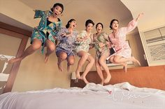18 Best Getting Ready Photos: bridesmaids jumping on bed (photo by il mare photography)