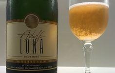 De um dos mais celebrados produtores nacionais, este é, sem dúvida, o melhor rosé de método Charmat do Brasil. E também, um dos melhores do mundo: Adolfo Lona Brut Rosé.   Leia a respeito no blog: http://www.sobrevinhoseafins.com.br/2015/09/adolfo-lona-brut-rose.html