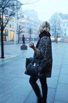 Black oversized tote. So chic.