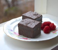 To this date, one of my most popular recipes are the Raw Vegan Brownies. Although I love that recipe very much as it is, I have gotten countless of emails requesting a recipe which does not call for coconut butter. While it pains me to throw coconut butter under the bus like this (I am very fond...