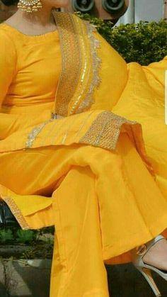 ♡♬ Punjabi Fashion, Ethnic Fashion, Indian Fashion, Pakistani Dresses, Indian Dresses, Indian Outfits, Designer Punjabi Suits, Indian Designer Wear, Indian Attire