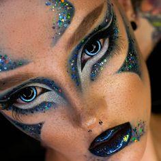 "ВИЗАЖИСТ |БРОВИСТ| КРАСНОЯРСК on Instagram: ""SAPPHIRE . Природные текстуры @elinaruni @acidicanya @martikonis_tatiana @e_amelie_beauty #beautyтекстуры . Глиттергель @queridos_glitters…"" Aesthetic Makeup, Septum Ring, Halloween Face Makeup, Comics, Men, Guys, Cartoons, Comic, Makeup Aesthetic"