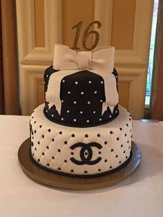 black and white chanel sweet 16 - Birthday Cake Blue Ideen Birthday Cakes For Men, Sweet 16 Birthday Cake, Beautiful Birthday Cakes, Birthday Cake Toppers, Beautiful Cakes, Girl Birthday, 17th Birthday, Birthday Outfits, Birthday Quotes