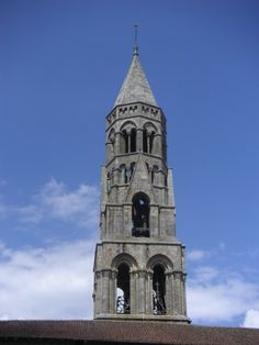 Clocher de la collégiale Saint-Léonard, qui culmine à 52 m. | Saint-Léonard-de-Noblat (Limousin) | La collégiale est classée au Patrimoine mondial de l'UNESCO au titre des routes de Saint-Jacques de Compostelle | La collégiale, de style roman, a été construite aux XIe et XIIe s.