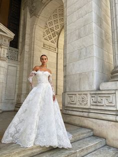 Monique Lhuillier Bridal Spring 2022 Trunk Show @leliteboutique May 27 - 30 Bridal Dresses, Wedding Gowns, Bridesmaid Dresses, Elite Bridal, Monique Lhuillier Bridal, Most Beautiful Wedding Dresses, Bridal Boutique, Bridal Collection, Luxury Wedding