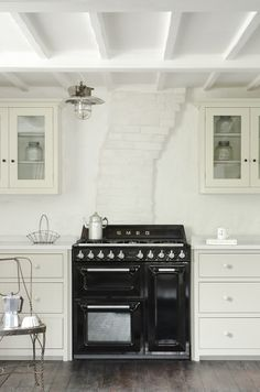 The Real Shaker Kitchen by deVOL painted in two of our favourite Shaker paint colours 'Putty' and 'Mushroom'.