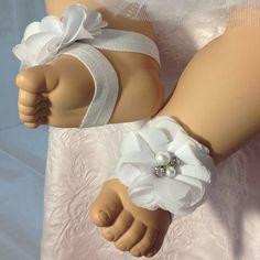 Preciosas sandalias Descalzas completarán tu look. Perfecto para su pequeña princesa. Estos adorables sandalias están hechas con suave con