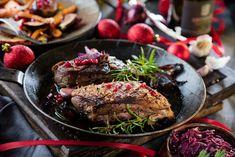 Ein Dilemma! Da schlagen zwei Herzen in so mancher Brust: Wählt man ein leckeres Steak oder eine kross gebratene Ente? Zugegeben, für die Figur ist das Steak günstiger. Rezept für 4 Personen Zutaten 4 Entenbrüste 2 Zweig...