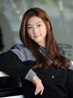 Sunhwa Han (portrayed by Kim Saeron) is one of Jihui's maids. She is and is sweet and awkward. Korean Actresses, Actors & Actresses, Korean Actors, Kim So Eun, Korean Celebrities, Beautiful Asian Girls, Beautiful Women, Selfie, Girl Crushes
