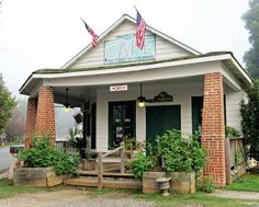 Date day ideas-The Whistle Stop Cafe in Juliette, GA where the movie Fried Green Tomatoes was filmed.