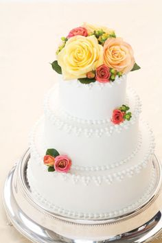 making a wedding cake ahead of time simple buttercream wedding cake with fresh flowers cakes 17045