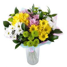 Прелестный букет из ромашковых хризантем желтого, нежно-сиреневого и белого цвета. Цветы излучают нежность и восхищение.