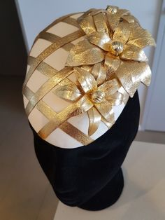 White leather beret with gold flowers and cross hatching Facinator Hats, Black Fascinator, Leather Hats, White Leather, Facinators Wedding, Ascot, Hats For Women, Ladies Hats, African Hats