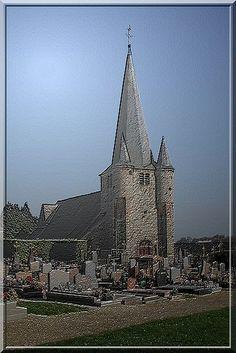 Fontaine lès Vervins - Aisne - Cette église du Thiérache possède un puissant clocher-donjon mais peu fortifié.