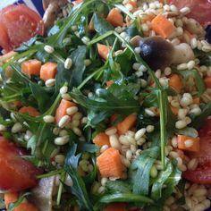 orzo con rucola , funghi, carote e pomodorini!