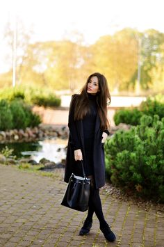 Intriguemenow.blogspot wears a black turtle neck... - Street Style