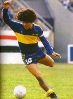 Diego Maradona of Boca Juniors in Legends Football, Football Icon, Football Uniforms, World Football, Sport Football, Football Shirts, Diego Armando, Sports Stars, Best Player