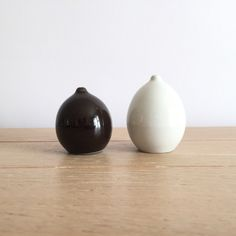 Arabia of Finland Kaarina Aho design model KA salt and pepper shakers Egg Holder, Salt And Pepper, Design Model, Finland, Tea Pots, Ceramics, Mugs, House Styles, Kitchens