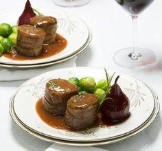 hoofdgerecht kerst recept varkenshaas Dutch Recipes, Fish Recipes, Meat Recipes, Cooking Recipes, Christmas Dishes, Christmas Cooking, Meat Love, Good Food, Yummy Food
