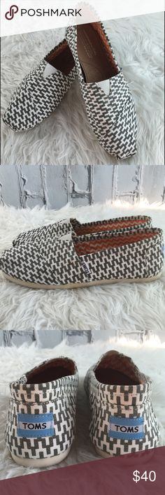 💞SALE💞 Toms Patterned Flats Adorable Toms Patterned Flats Brand New comes with Dust Bag Toms Shoes Flats & Loafers