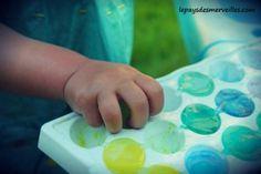 découverte sensation du froid avec des glaçons colorés Plastic Cutting Board, Convenience Store, Food Coloring, Bricolage, Fall Season, Projects, Kid, Convinience Store