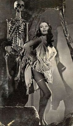 Vintage Halloween Pinups Vol. 2 > > Vintage Halloween Pinups Vol. Halloween Pinups Vol. second installment of the Cult of Weird vintage Halloween pi Photos D'halloween Vintage, Vintage Halloween Photos, Vintage Holiday, Halloween Pictures, Arte Horror, Horror Art, Horror Movies, Retro Horror, Vintage Horror